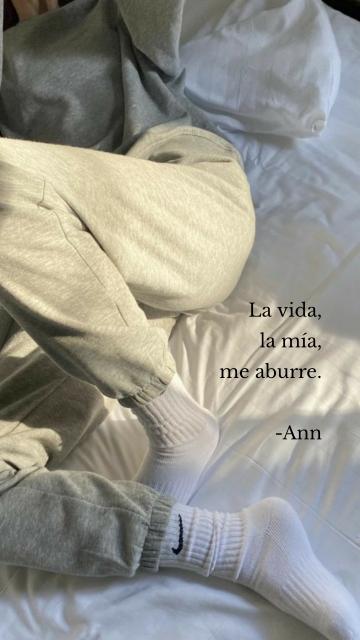 La vida, la mía, me aburre. -Ann